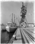 8284 1ste schip in de Beatrixhaven de Duitse coaster Hermann Hans aan de kade bij Quick Dispatch.