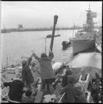 8388 Kinderen bezoeken Engels marineschip HMS F126 Plymouth aan de Parkkade.
