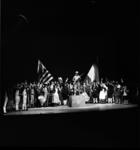 8401-3 'Tableau de la troupe' met in het midden het Mariniers-monument aan het Oostplein; in kader van herdenkingen en ...