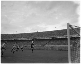841 Spelmoment uit de voetbalwedstrijd Feyenoord - DOS.