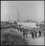 8434-1 Officieel bezoek van delegatie van gemeenteraden bij in aanbouw zijnde Beneluxtunnel, hier aan de zuidkant.