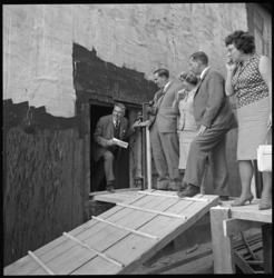 8434-2 Officieel bezoek van delegatie van gemeenteraden met burgemeester Wim Thomassen bij in aanbouw zijnde Beneluxtunnel.