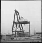 8453 Container-brugkraan voor Sea-Land op het terrein van Quick Dispatch aan de Prinses Beatrixhaven.