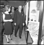 8455 Mr.W.H. Fockema Andreae opent tentoonstelling met Australische producten in het Hilton Hotel.