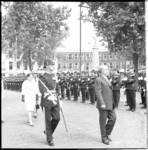 8472 De Tunesische president Habib ben Ali Bourguiba bezoekt in gezelschap van prinses Margriet Rotterdam. Op de foto ...