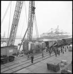 8480 Zwaar transport van een generator in de haven.