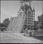 8516-1 Geopende Jan Kuitenbrug bij de Geldersekade en Oude Haven met het Witte Huis.