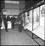 8519 Ambassadeurs bezoeken tentoonstelling Australische producten in Hilton Hotel en testen diverse sportattributen.