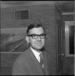 8520 Portret van F.L. Burger, lid van de gemeenteraad voor de CHU.