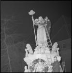8528 Kranslegging bij beeld Maagd van Holland aan de Nieuwemarkt door Pro Patria.