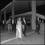 8544-1 Prinses Beatrix naast burgemeester W. Thomassen, gevolgd door prins Claus en burgemeestersvrouw An Thomassen, op ...