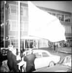 8566 Hijsen van de vlag als openingshandeling van Christelijk Lyceum Rotterdam Noord aan de Van Bijnkershoekweg in ...