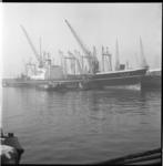 8574 Japans vrachtschip Ise Maru van Nippon Yusen Kaisha in de Merwehaven bij Müller-Progress.