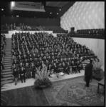 8578 25-jarig jubileum van ir. F. Posthuma, directeur van het Gemeentelijk Havenbedrijf in Kleine Zaal van De Doelen. ...