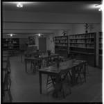 861 Interieur van een bibliotheek in het wijkcentrum van de hervormde gemeente aan het Kastanjeplein in Schiebroek
