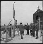 8657 Hoogste punt gebouw Spaarbank in Noord aan de Bergweg 101. Rechts de toren van de Andreaskerk.