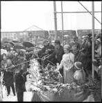 8683-1 Doop van het Amerikaans booreiland Transworld Rig 58 bij Wilton Fijenoord Schiedam, door de echtgenote van Tom ...
