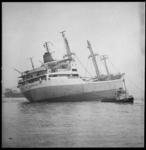 8690 Franse schip Ville de Bordeaux na een aanvaring met het Duitse schip Treuenfels voor Hoek van Holland