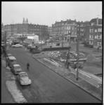 8717 De bouw van een tramstation onder de Groene Hilledijk-Beijerlandselaan voor tramlijn 2. De foto is gemaakt vanaf ...