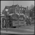 8751 Busstation aan de Rochussenstraat/Jongkindstraat, achter poitiebureau Eendrachtsplein, met bus 62 naar Hoogvliet. ...