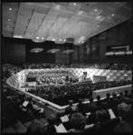 8780-2 Overzicht van de Grote Zaal in concertgebouw De Doelen tijdens een concert.