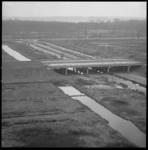 8813 Bouw viaduct Prinsenlaan (Alexanderpolder), tevens bouw (verlengde) rijksweg 16; op de achtergrond de Boszoom en ...
