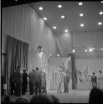 882-2 Opnamen in de grote zaal van de AVRO-studio in Hilversum voor het programma Een Beeld van een Stad, Rotterdam. In ...
