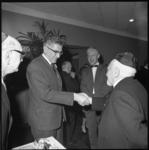 8825-1 Burgemeester Wim Thomassen bezoekt de synagoge aan het ABN Davidsplein in verband met het 12,5-jarig bestaan.
