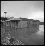 8832 Nieuw kantoor van De Spaarbank geopend in het winkelcentrum Het Lage Land aan het Samuel Esmeijerplein.