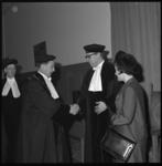 8834 Dr. W. Albeda (rechts), die is benoemd als hoogleraar sociaal-economisch beleid aan de faculteit der sociale ...