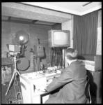 8846-1 Studio van Lantaarn TV met camera- en opnameapparatuur.