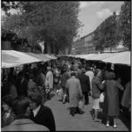 8854-2 Stadsmarkt naast het spoorviaduct aan de Binnenrotte.