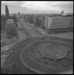 8907-2 Overzicht vanaf Shell-gebouw over Hofplein en de Coolsingel met o.a.dansgelegenheid Bristol links, de ...