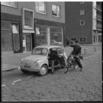 891-1 Voorbeeld uit de praktijk:een bromfietser wordt gehinderd door een automobilist die een portier opent.