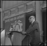 8921-5 Toespraak partijlid Sjeng Tans van de Partij van de Arbeid op congres in Rivièrahal Diergaarde Blijdorp.