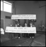 8933 Leerlingen scholencomplex aan de Nieuwstraat.