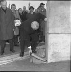 8941-1 Plaatsen van een koker in een stenen kolom op de Oostmaaslaan/Maasboulevard in het gebouw van Aktion ...