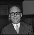 8979 Portret van prof. dr. H. Theil van de Nederlandse Economische Hogeschool.