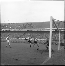 898-1 Spelmoment uit de voetbalwedstrijd Feyenoord - MVV.