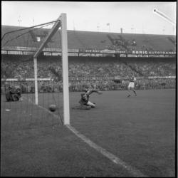 898-2 Spelmoment uit de voetbalwedstrijd Feyenoord - MVV.
