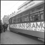 8995-3 Speciale tram, opgesteld in de Witte de Withstraat, om het gezelschap met wethouder Nancy Zeelenberg (met ...