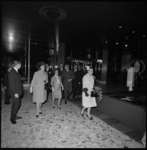 9025-2 Aankomst van de prinsessen Beatrix, Christina, Margriet, prins Claus en van mr. Pieter van Vollenhoven in het ...