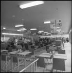 9041-2 Interieur van het nieuwe zelfbedieningsrestaurant van de HEMA aan het Beursplein 2.