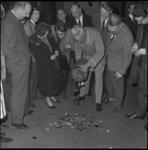 9058-1 Stunt van het Luxortheater waar mensen na inlevering van een aansteker gratis toegang kregen tot de ...