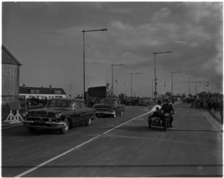 912-1 De commissaris van de Koningin in Zuid-Holland, mr. J. Klaasesz, opent de nieuwe provinciale weg (N 209) bij ...