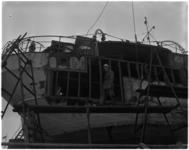 925-1 De kustvaarder Diana V na een brand bij de scheepswerf Vuijk te Capelle aan den IJssel.