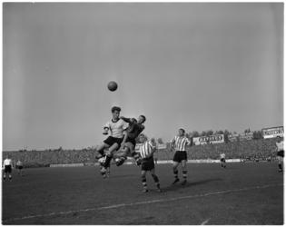 936-2 Spelmoment uit de voetbalwedstrijd Sparta - DOS.