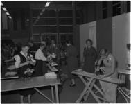 940-1 Deelneemsters aan de wedstrijd 'Wie is de beste huisvrouw van de Femina 1957?'