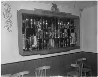 965-2 Prijzenkast van de Rotterdamse Rennersclub (RRC) Feijenoord.