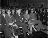 970 Dr. Victor E. van Vriesland wordt ter gelegenheid van zijn 65ste verjaardag in het gebouw van de Rotterdamsche ...